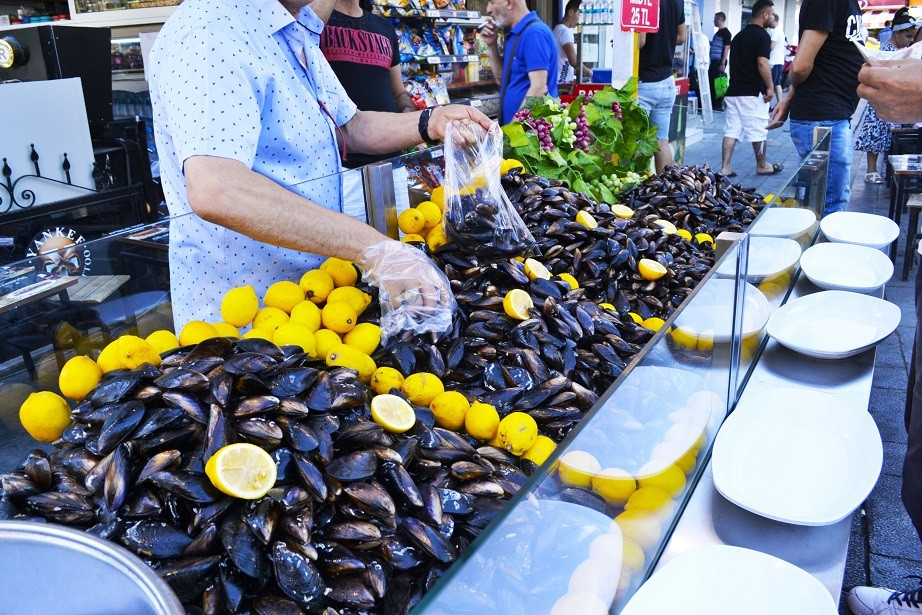 Mussels, Izmir culinary backstreets